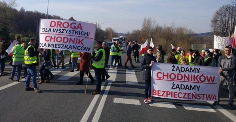 GMINA NIEBYLEC: Będą protestować i zablokują drogę w Baryczce, Niebylcu i Lutczy